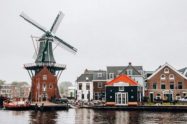 Pay siege to Zaanse Schans